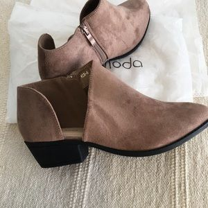 Faux suede cut out ankle booties boots